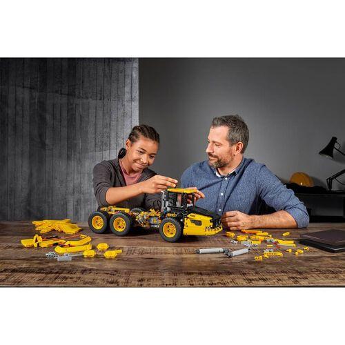 LEGO Technic 6X6 Volvo Articulated Hauler 42114